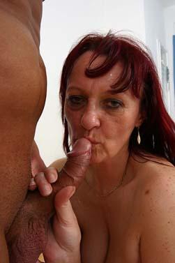Fotos und Videos Erotik Frauen ab 60 befriedigen mit Porno.: www.omasexbilder.com/Alte-Hausfrauen-im-Mieder.html